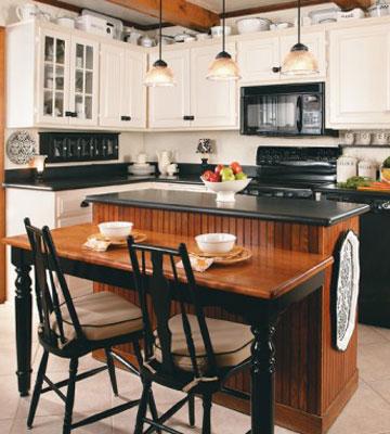 Черно-белую кухню можно эффектно совместить с деревом