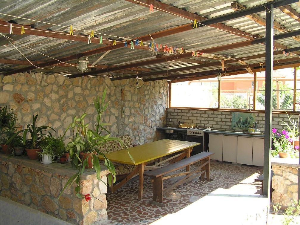 Кухня под навесом