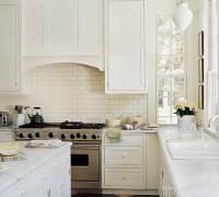 Красивое сочетание цвета фартука из плитки и гарнитура