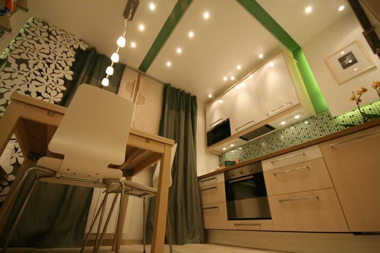 Дизайн потолка на 8 кв.м. кухне
