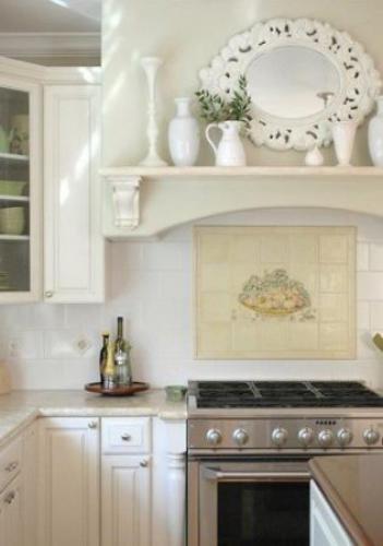 Декор кухонных стен зеркалами