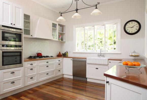 Линолеум - один из самых распространенных вариантов напольного покрытия на современной кухне