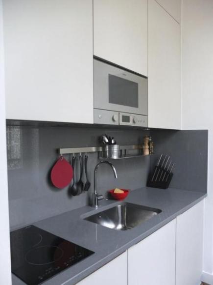 Даже одно только использование красных аксессуаров может преобразить внешний вид вашей кухни