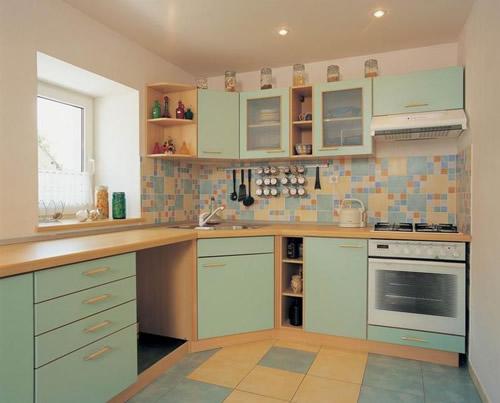 Пол из керамической плитки - довольно распространенный вариант на кухне
