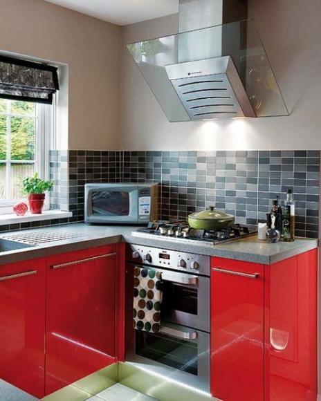 Блестящие красные фасады - хороший выбор для кухни в современно стиле.
