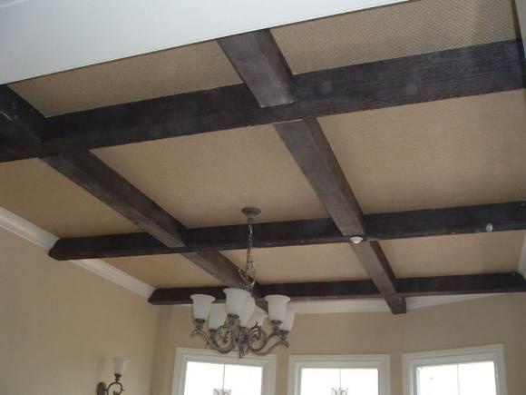 деревянная балка как вариант оформления потолка