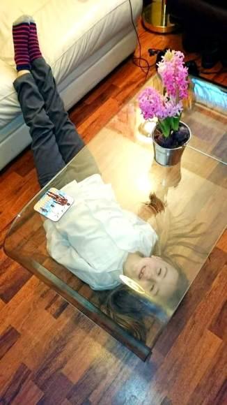Безопасный стол из стекла